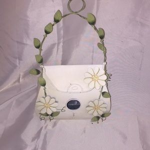 Bird feeder purse shaped with vines and Daisy's